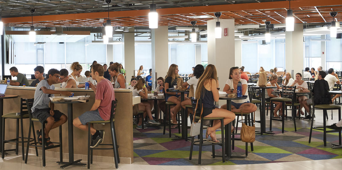 students dining at Findlay Commons